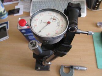 Прибор для измерения биения тормозных дисков