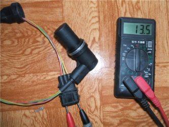 Как прозвонить датчик распредвала мультиметром?